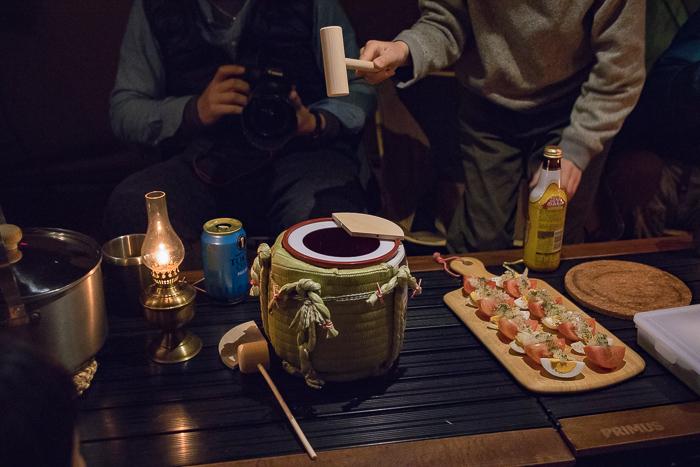 蔓巻公園オートキャンプ場での宴会での樽酒、鏡開きセット