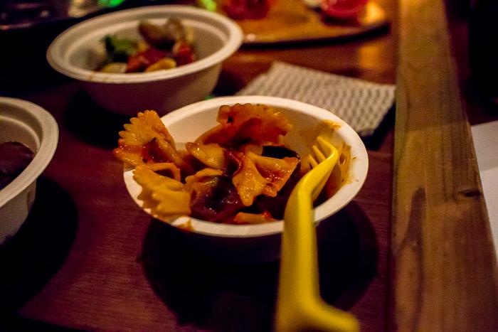 蔓巻公園オートキャンプ場の宴会で登場した野菜とベーコン・トマトソースのファルファッレ