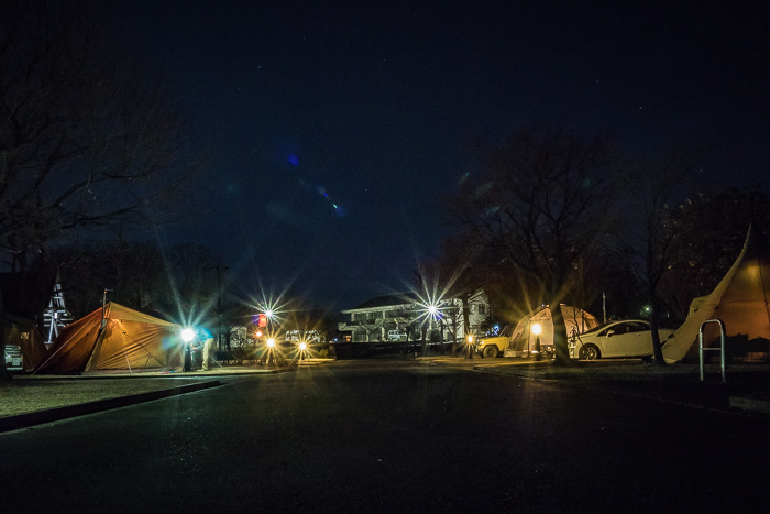 蔓巻公園オートキャンプ場の夜のサイト
