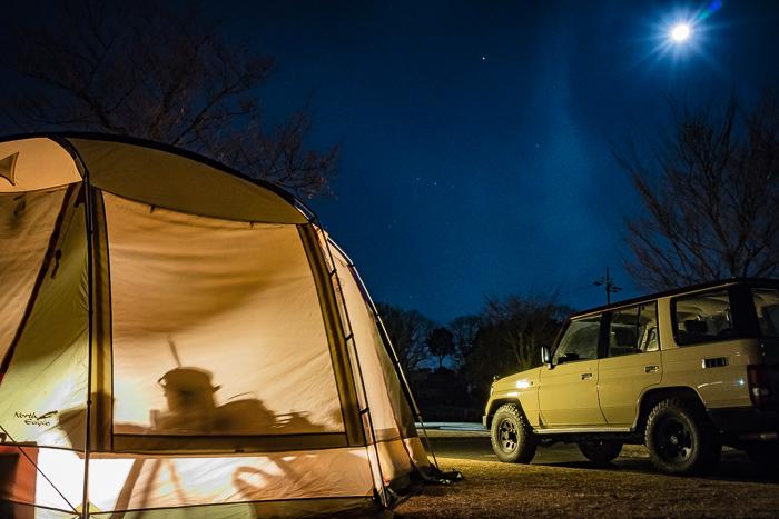 蔓巻公園オートキャンプ場の月夜