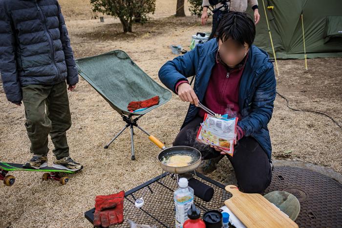 蔓巻公園オートキャンプ場でフライドポテトを揚げる