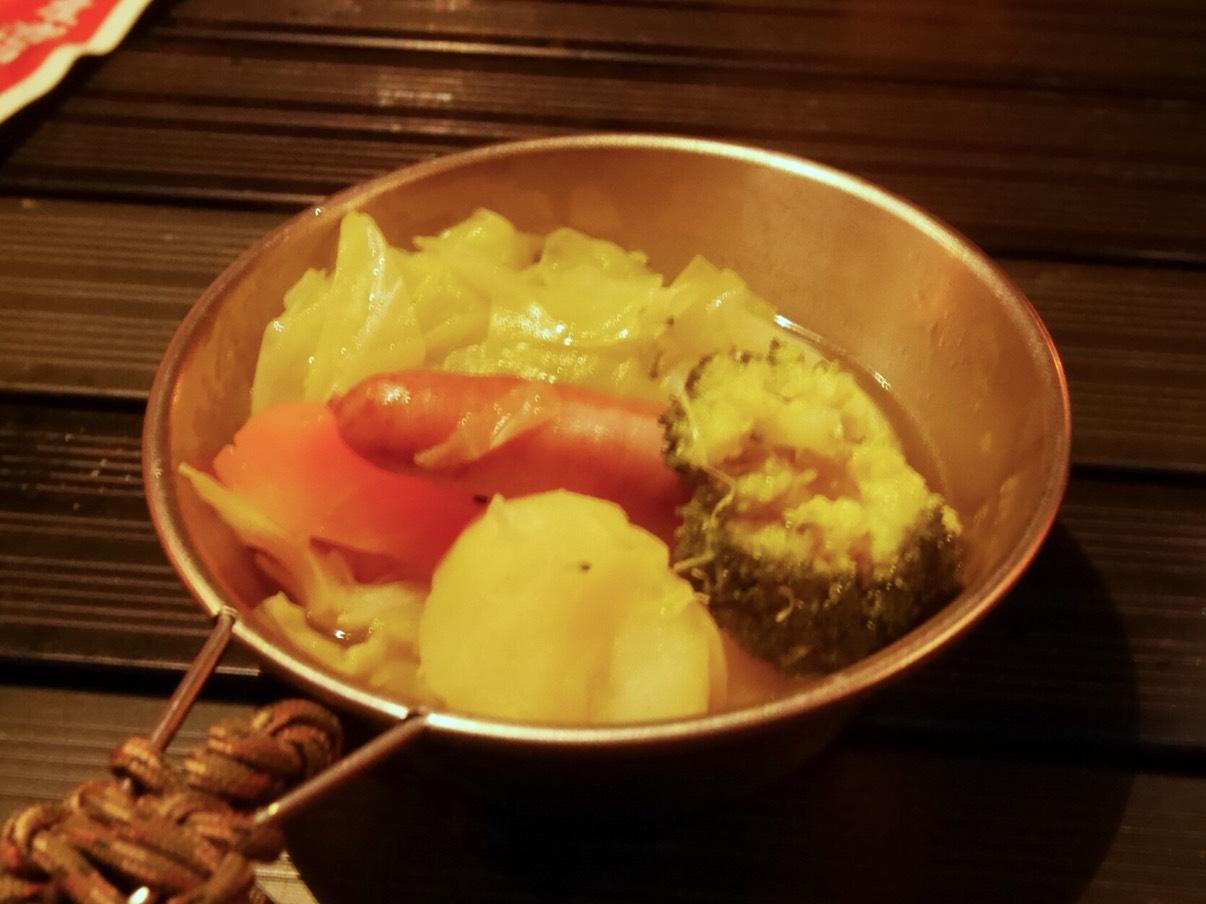 蔓巻公園オートキャンプ場の夕飯で作った野菜のポトフ