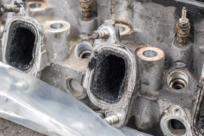 78ランドクルーザープラド1KZエンジンのエンジンヘッドヒビ割れで交換した古いエンジンヘッド