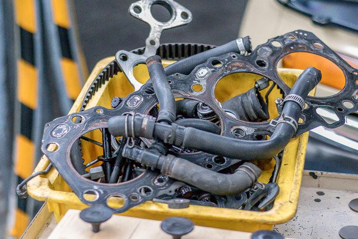 78ランドクルーザープラド1KZエンジンのエンジンヘッドヒビ割れで交換した古い部品