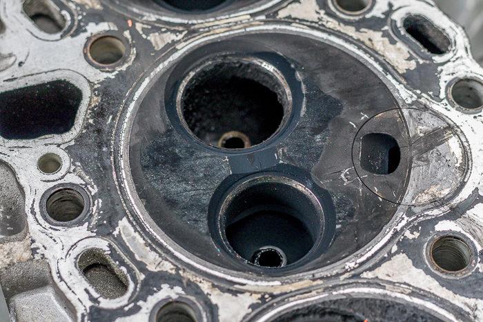 78ランドクルーザープラド1KZエンジンのエンジンヘッドヒビ割れ