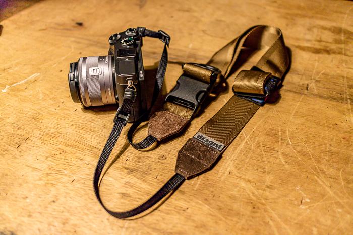 diagnlのNinja Strap 38mm スウェード コヨーテブラウンをEOS M6 につけたところ