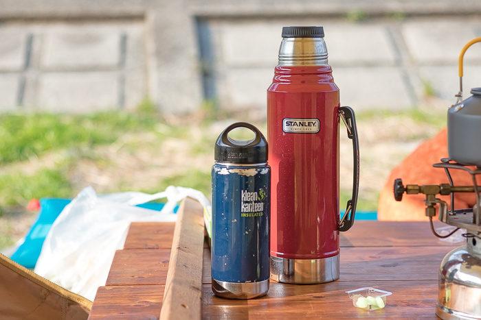 田代運動脇の河川敷でデイキャンプした時に持って行ったSTANLEYとKlean Kanteenの水筒