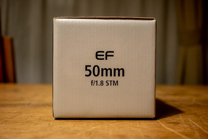 EF50mm f1.8単焦点レンズの箱