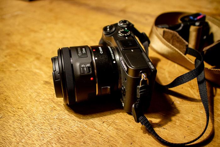 EF50mm f1.8単焦点レンズをマウントアダプターを介してEOS M6に取り付け