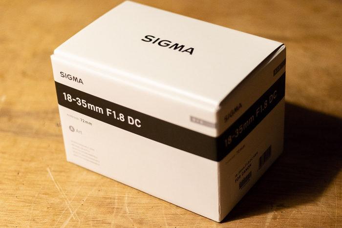 シグマ(SIGMA) art 18-35 F1.8 DC HSMの箱