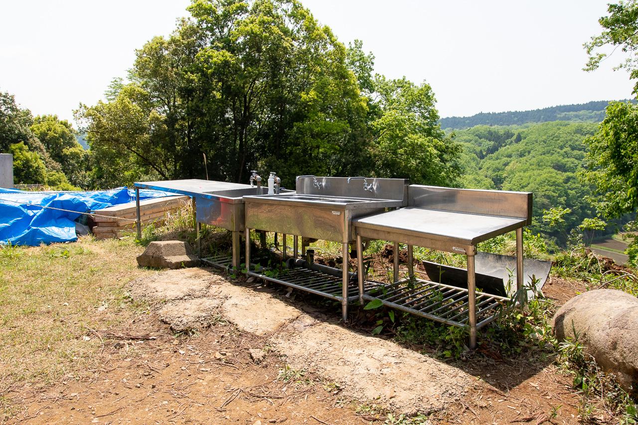 鷲の巣キャンプ場のフリーサイトの炊事場