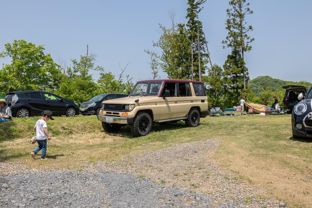 鷲の巣キャンプ場のGW前半のフリーサイトで撤収待ち