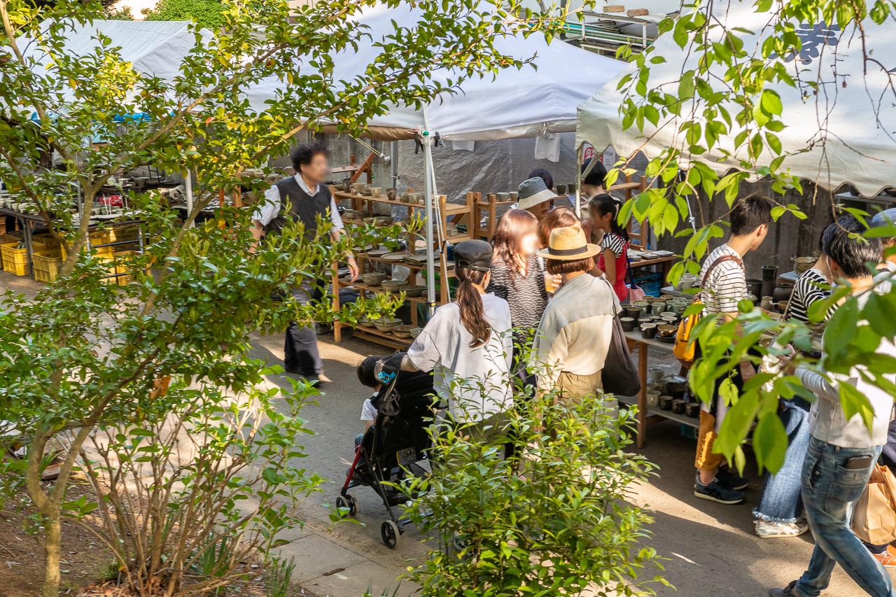 2018年春の益子陶器市の陶芸メッセの裏の坂