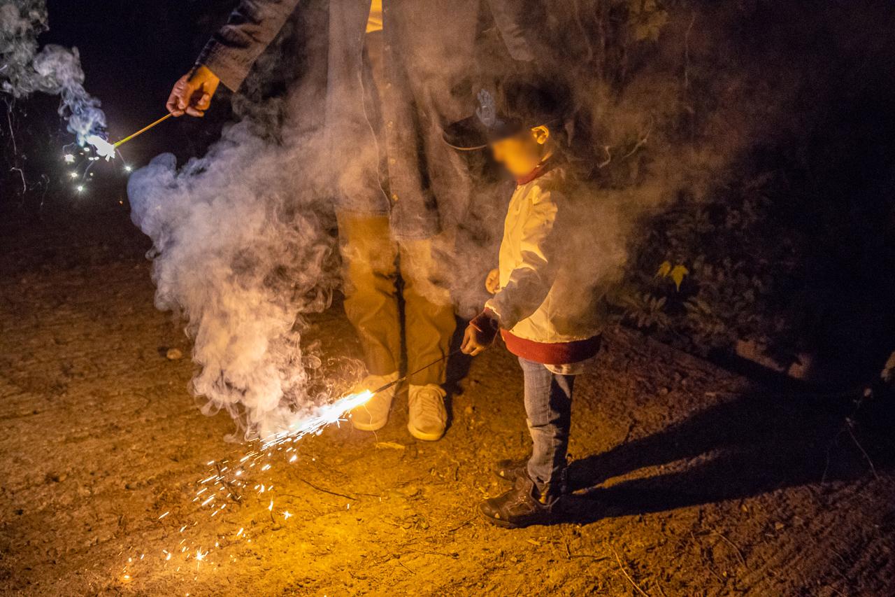 鷲の巣キャンプ場で入口付近での花火
