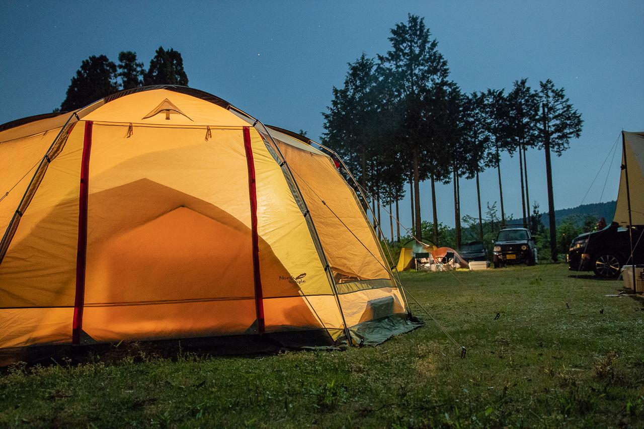 鷲の巣キャンプ場の月が煌々と輝く夜