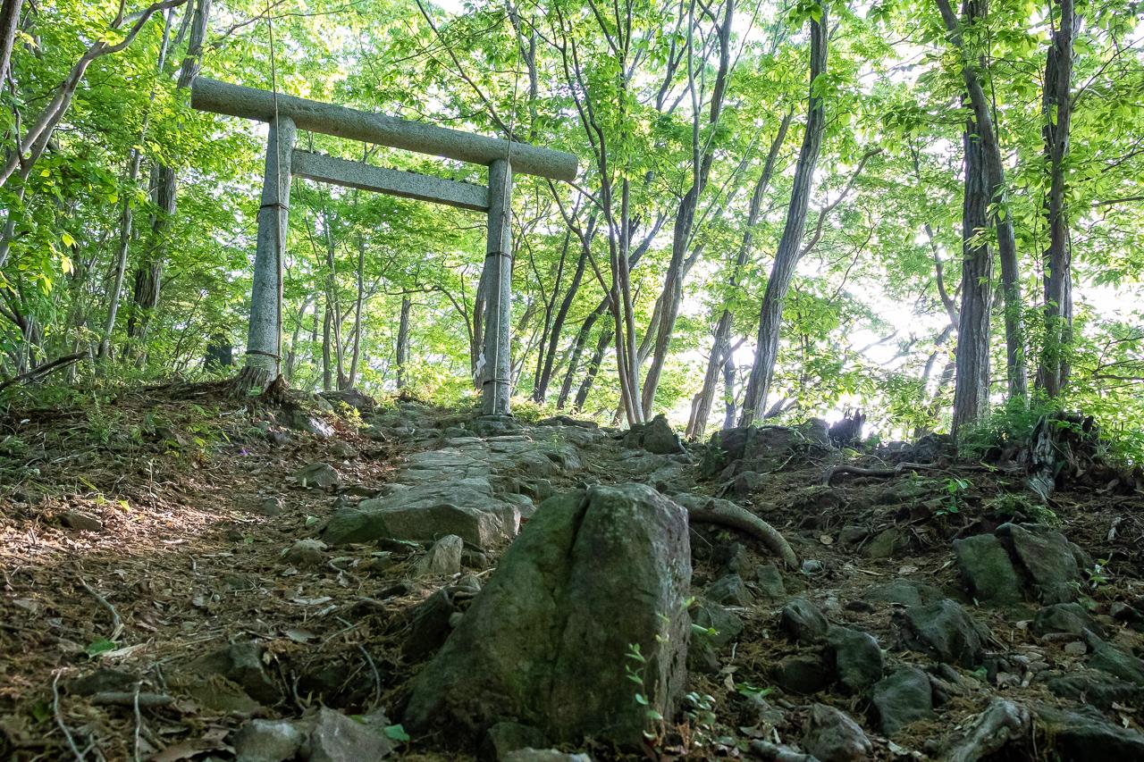 鎌倉山の菅原道真を祭った小さな菅原神社の鳥居