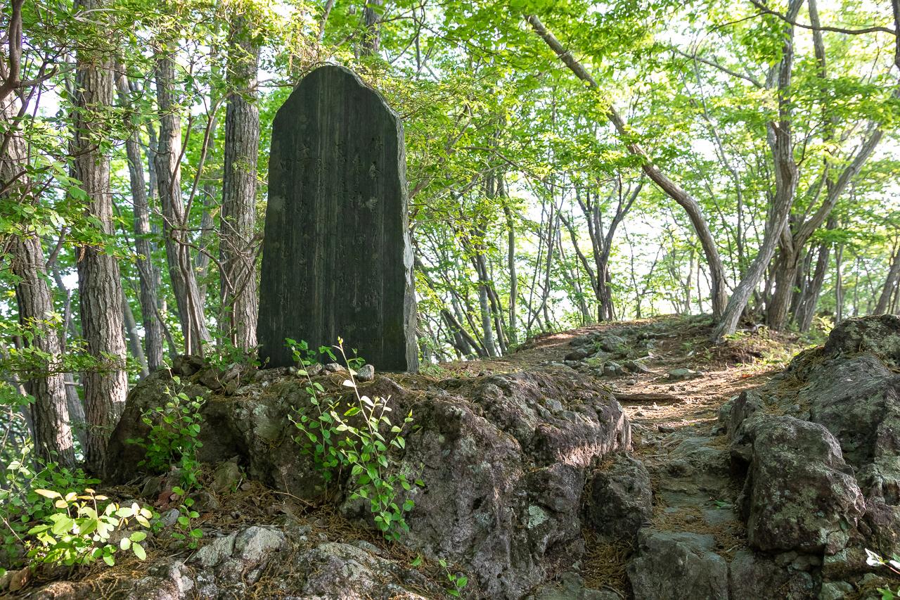 鎌倉山の菅原道真を祭った小さな菅原神社の石碑