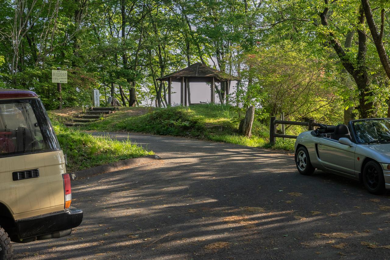 鎌倉山展望台へ向かう途中にある東屋