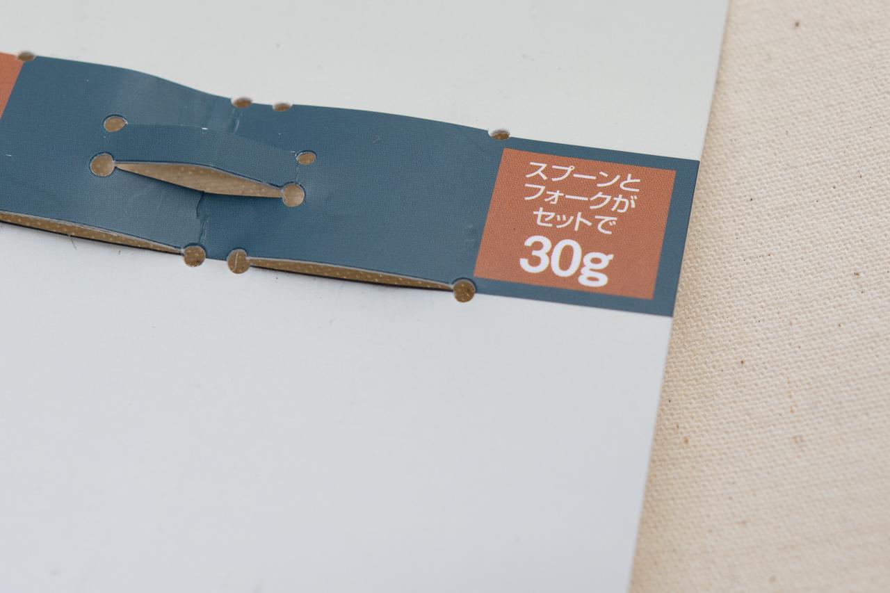 モンベルのチタンカトラリーの「チタンスプーン&フォークセット」のパッケージ