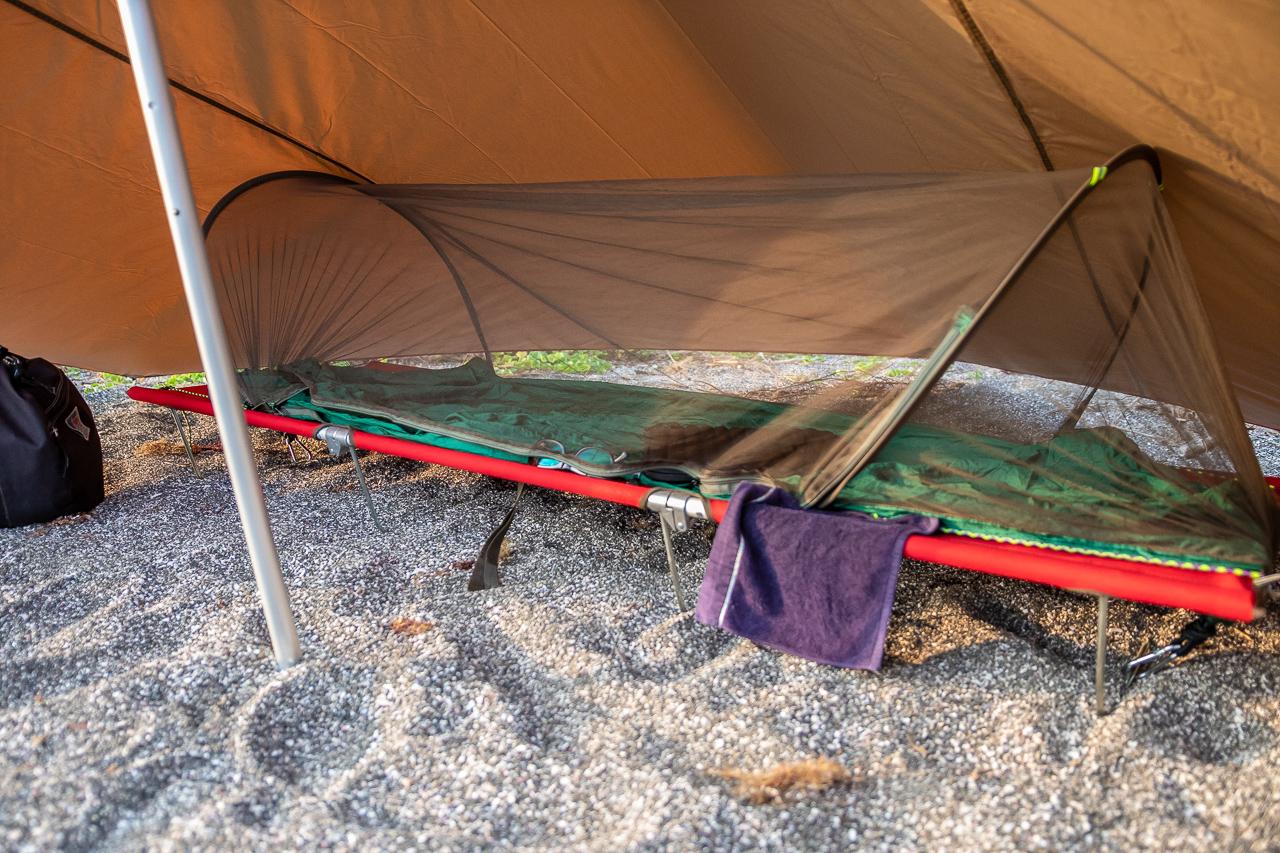 三浦半島の馬の背洞門で野営をした時の蚊帳