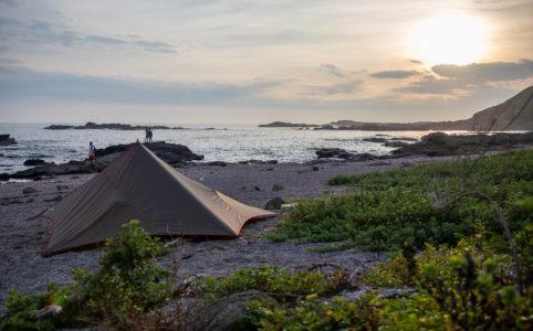 三浦半島の馬の背洞門で野営をした時の夕暮れ