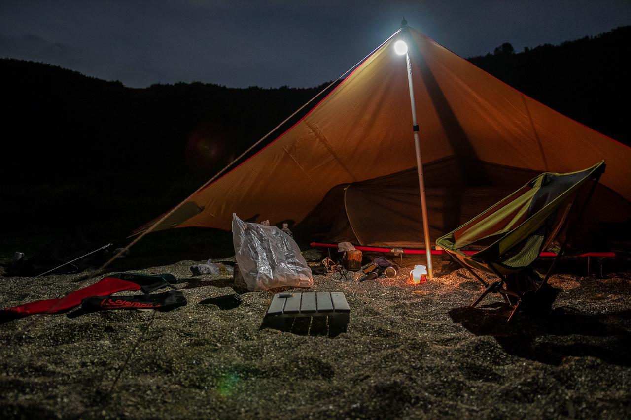 三浦半島の馬の背洞門で野営をした時の夜の風景