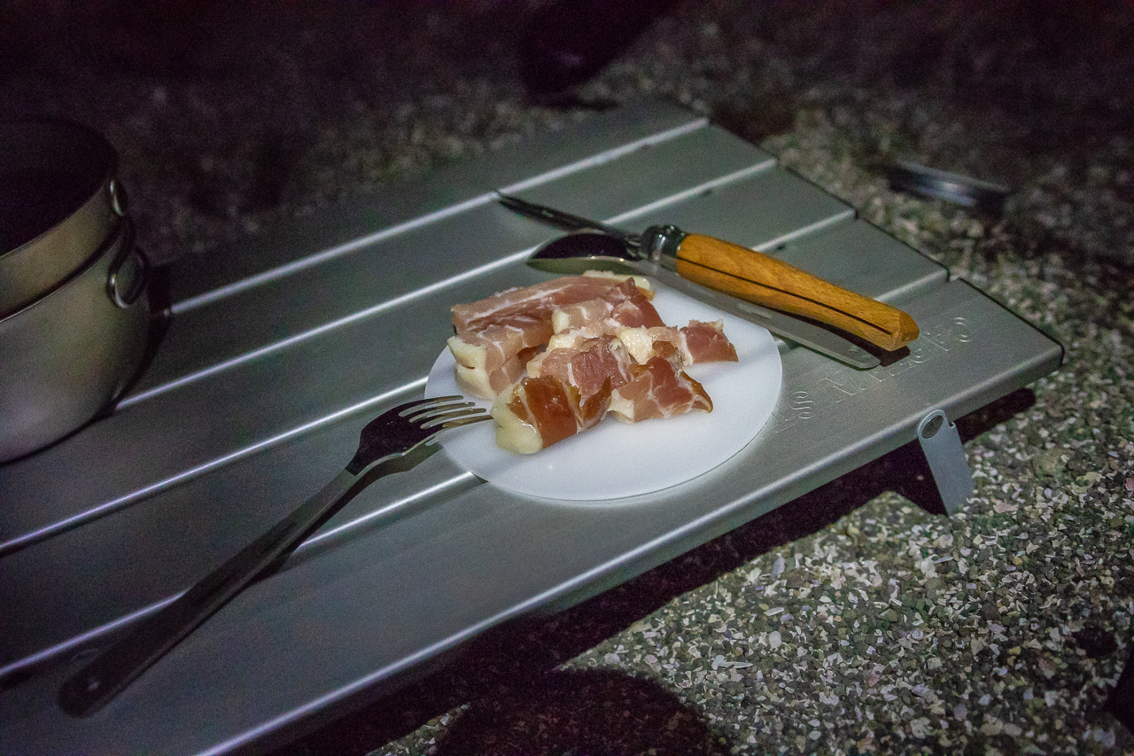 三浦半島の馬の背洞門で野営をした時の夕食