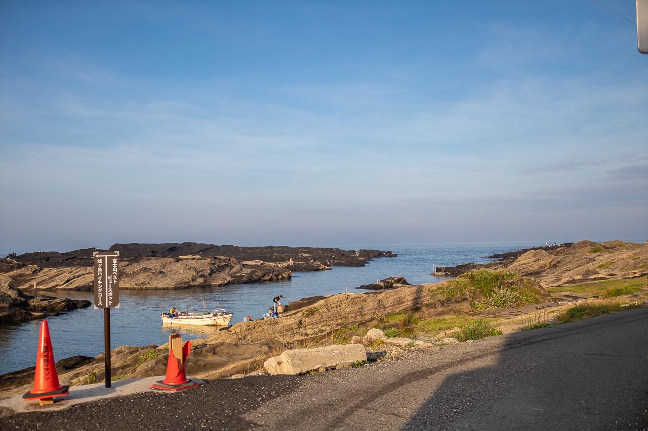 三浦半島の馬の背洞門付近の海