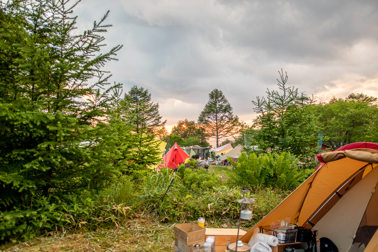 霧ヶ峰キャンプ場でブロガー仲間と夕日を激写