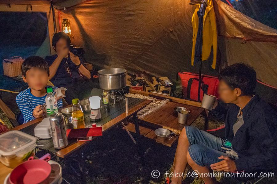 霧ヶ峰キャンプ場の夜の宴会開始!