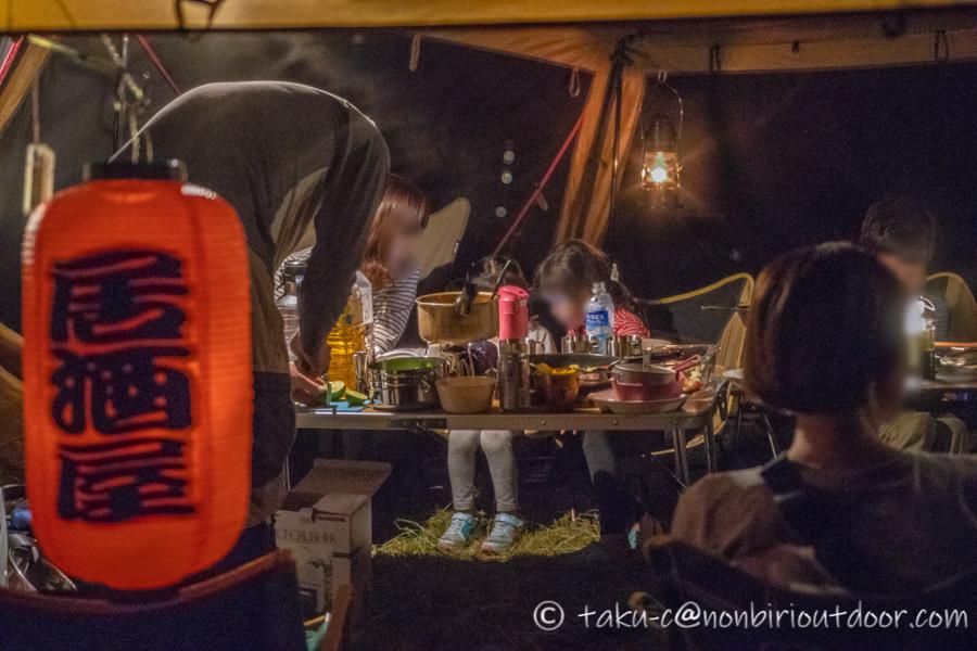 霧ヶ峰キャンプ場の夜の宴会風景