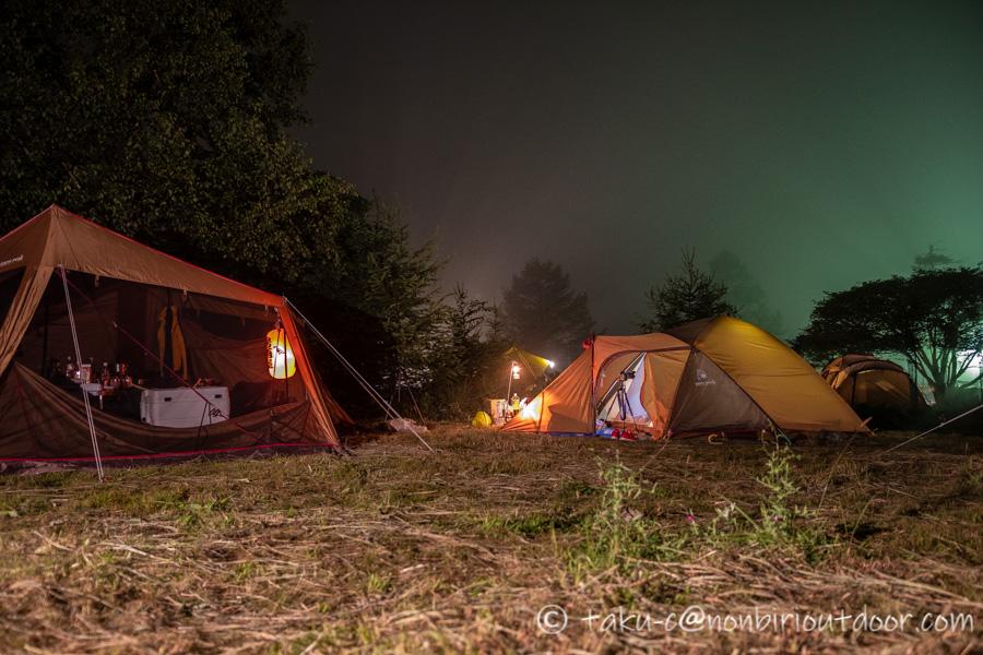 霧ヶ峰キャンプ場の夜のスノーピークカヤード