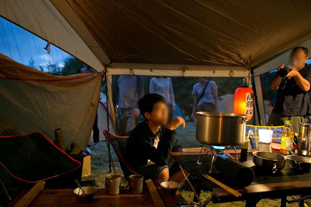 霧ケ峰高原キャンプ場での宴会風景