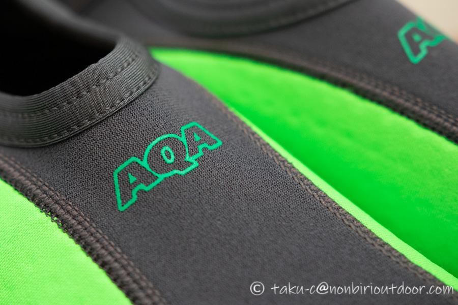 新しく買ったAQAのMARINE BOOTS(マリンブーツ)のスノーケリングシューズⅢのロゴ