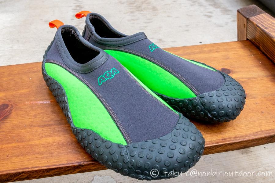 新しく買ったAQAのMARINE BOOTS(マリンブーツ)のスノーケリングシューズⅢのネオンライム