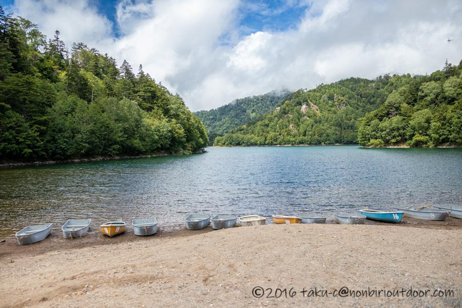 菅沼の湖畔の風景
