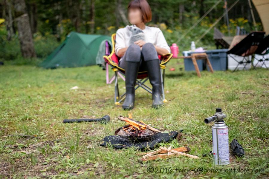 菅沼キャンプ村で焚き火