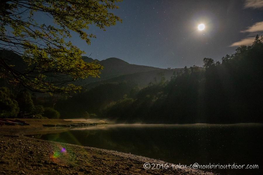 菅沼の夜の風景
