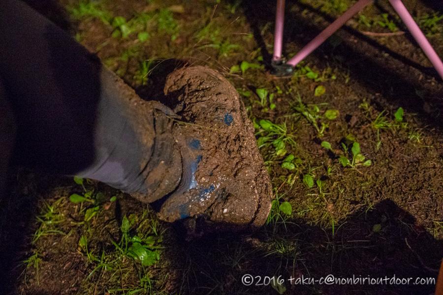 菅沼の脇の湿地帯で埋まる