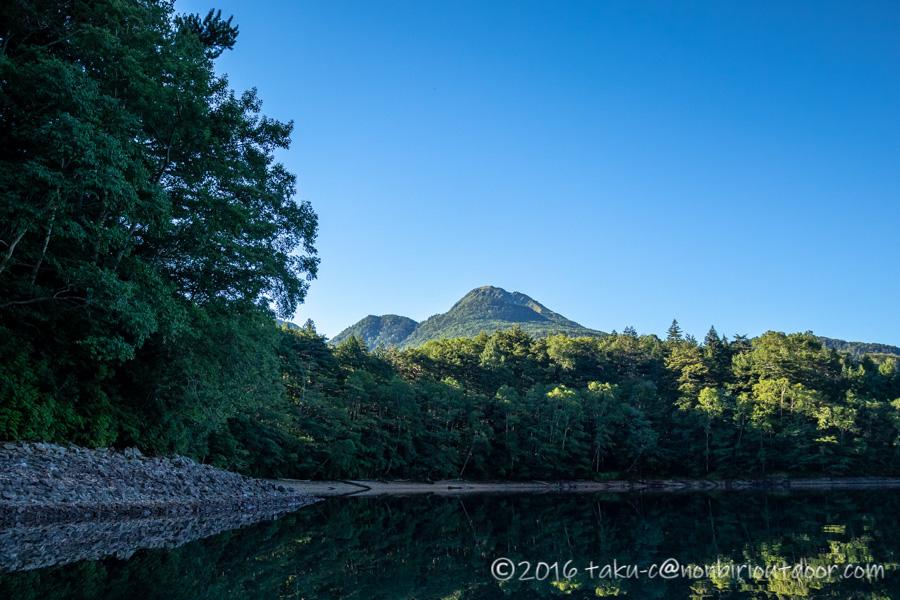 菅沼湖上からの白根山