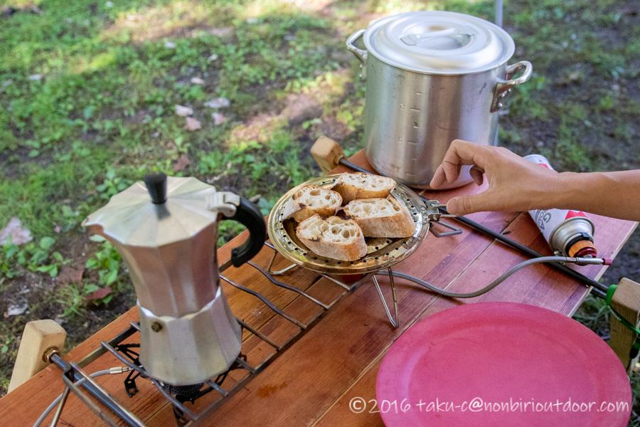 菅沼キャンプ村の朝ごはんを作る