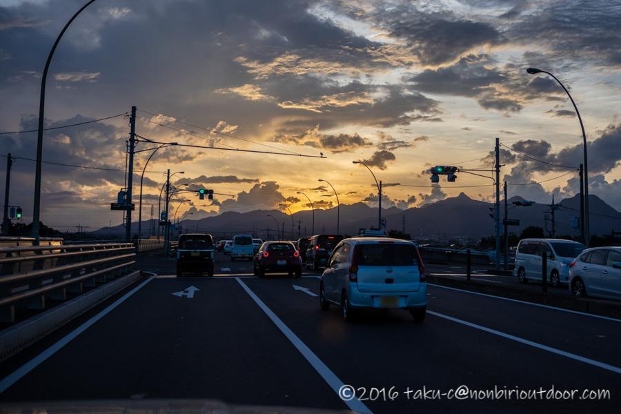 夕日が沈む群馬の幹線道路