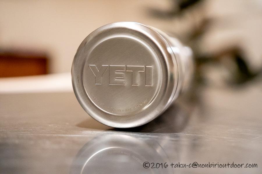 YETIの水筒RAMBLER18oz BOTTLEの底のロゴ