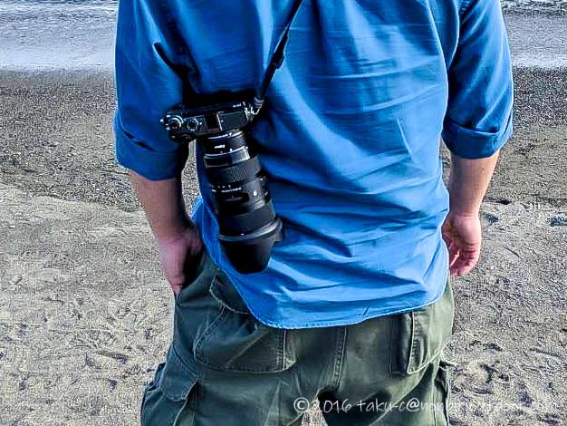 NinjaストラップとHAKUBAグリップストラップでレンズを下向きにしてカメラを持ち運ぶ