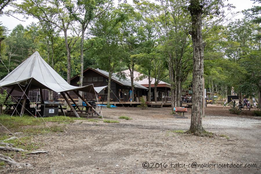 ライジングフィールド軽井沢の場内の風景