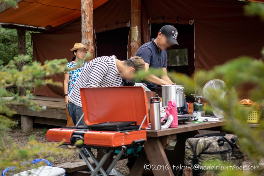ライジングフィールド軽井沢のタタンカプレミアムでBBQの準備