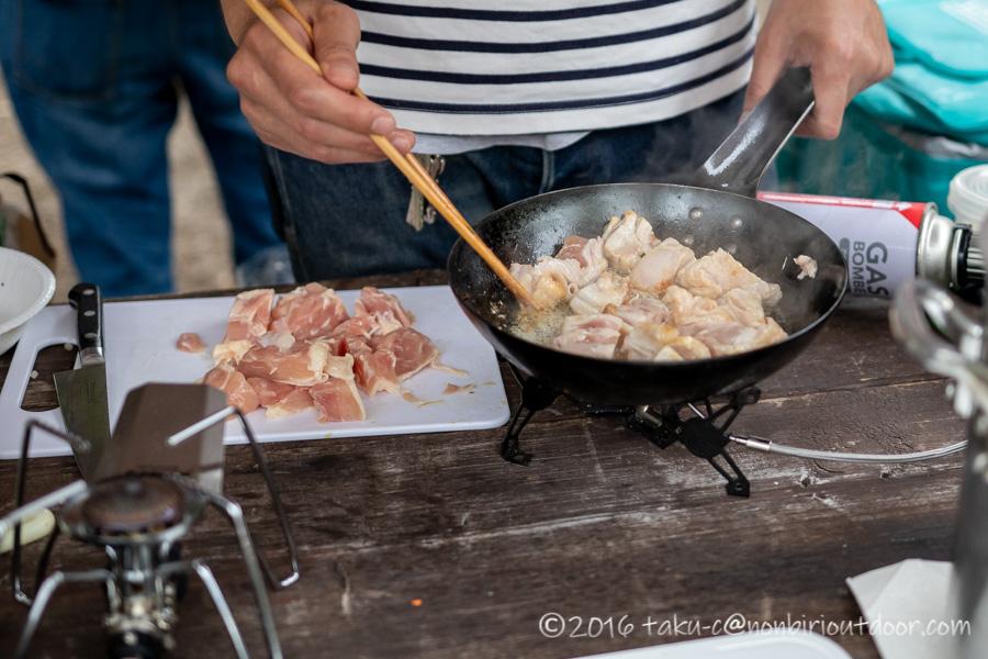 ライジングフィールド軽井沢のタタンカプレミアムで朝ごはんの準備