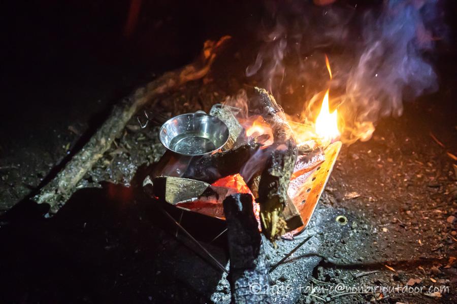 ライジングフィールド軽井沢で花火の後の焚き火