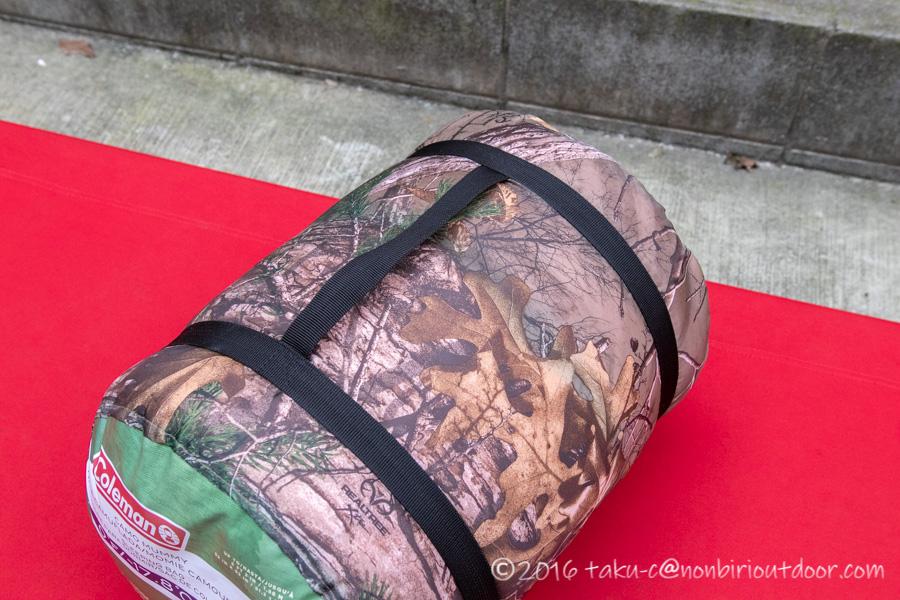 コストコ寝袋のコールマンRealtree Xtra Camo MUMMY SLEEPING BAGの持ち手