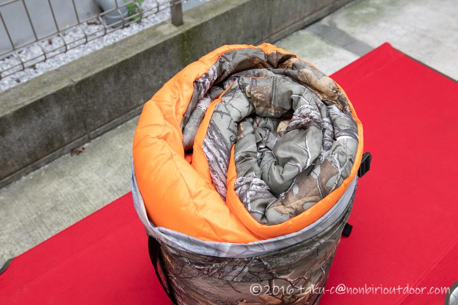 コストコ寝袋のコールマンRealtree Xtra Camo MUMMY SLEEPING BAGの収納時